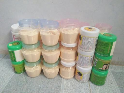 Kem trộn đóng trong các loại hủ nhựa thường để thức ăn