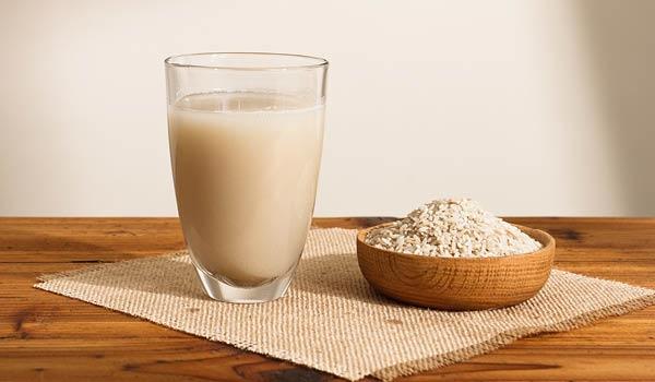 làm đẹp da bằng nước vo gạo và sữa tươi không đường