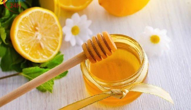 Sử dụng mật ong chanh để chữa trị da bị dị ứng mỹ phẩm