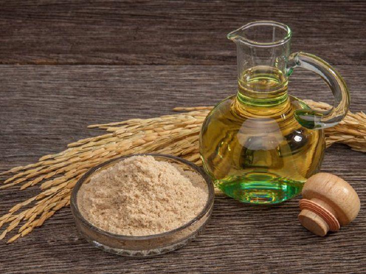Cách trị mụn cám bằng cám gạo và dầu dừa