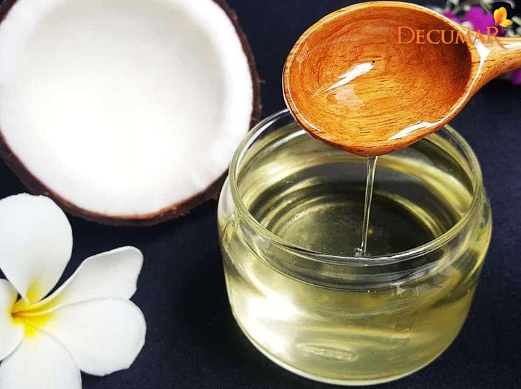dầu dừa rất hiệu quả trong việc trị thâm mụn