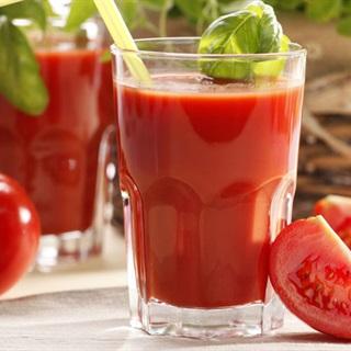 Nước ép cà chua mang hiệu quả cho quá trình trị rạn da