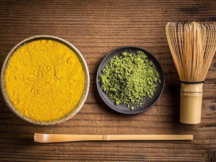 Tinh bột nghệ kết hợp với bột trà xanh trị mụn hiệu quả