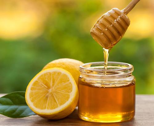 Đặc trị mụn lưng bằng chanh mật ong