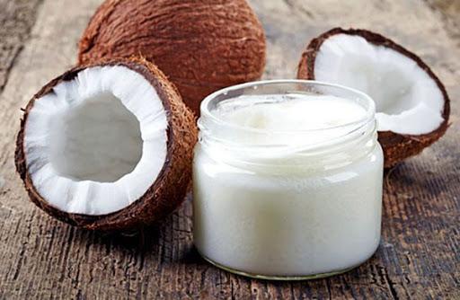 Sữa chua kết hợp với dầu dừa để làm trắng da