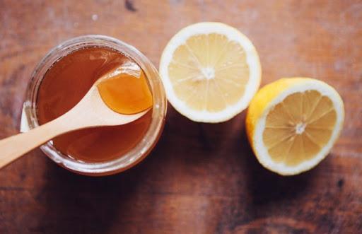 dùng chanh mật ong trị thâm cho da