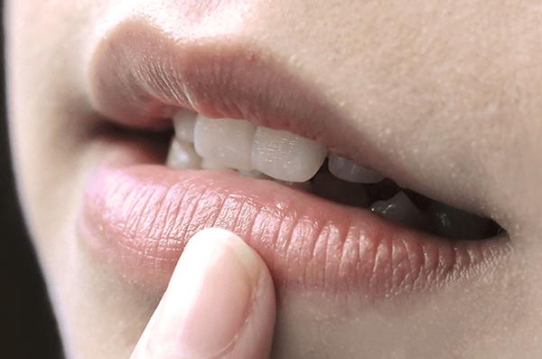 Những nguyên nhân chính bị thâm môi
