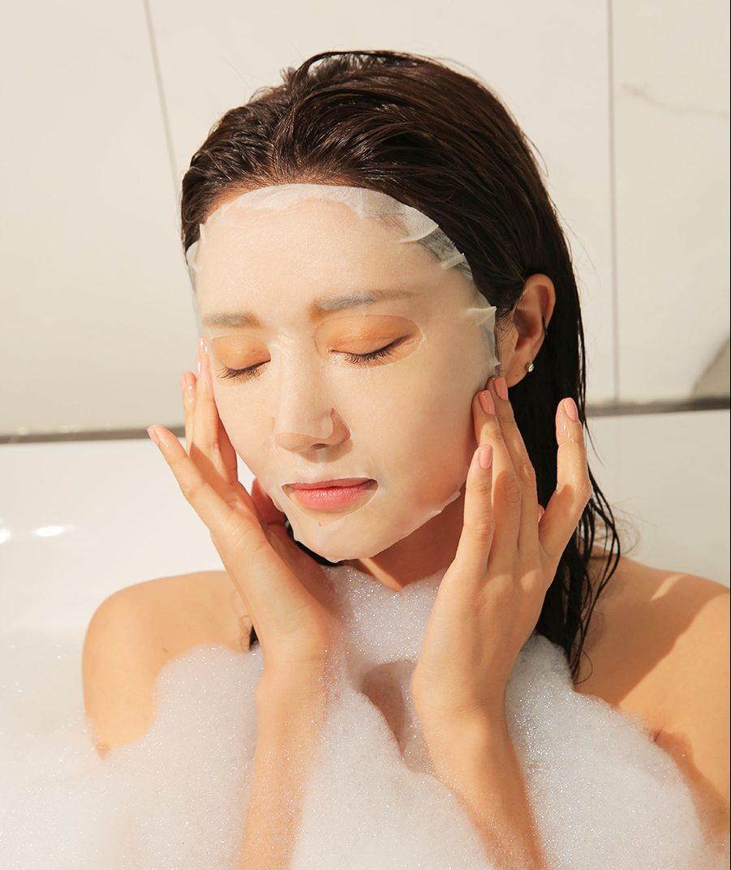 Thư giản khoảng 10- 15 phút cho dưỡng chất thẩm thấu vào da