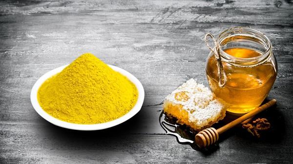 Sản phẩm được chiết xuất từ mật ong và bột nghệ