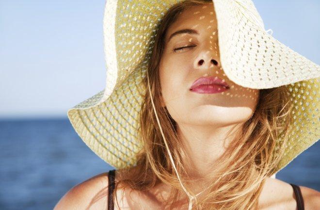 Ánh nắng mặt trời là tác nhân gây ra các bệnh lý về da
